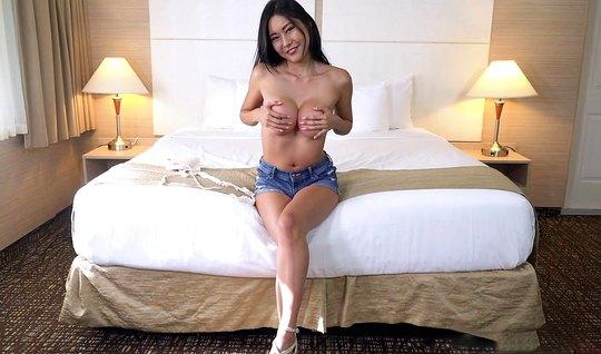 Кастинг грудастой азиатки завершается сексом и бурным оргазмом