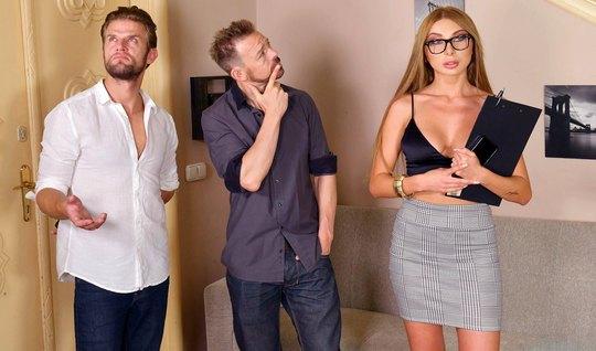 Блондинка не отказала во время русского анала от двойного проникновения