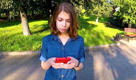 Русская девушка во время пикапа повелась на уговоры и согласилась на домашнее порно