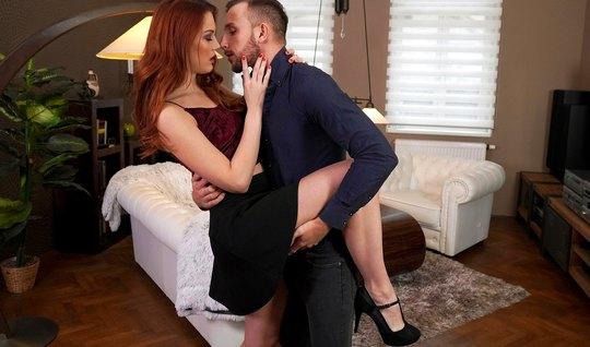 Молодая рыжая девушка с другом прямо на кровати трахаются до оргазма