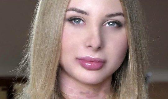 Русская девушка принимает мужскую сперму на свое нежное тело