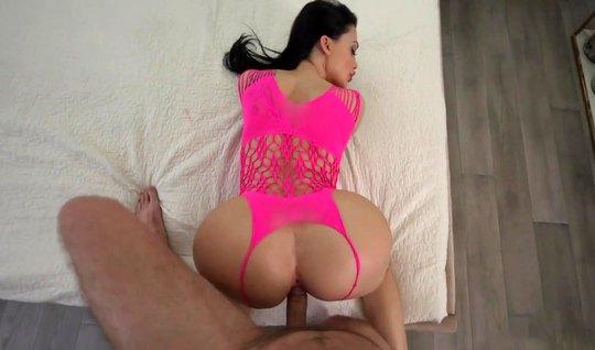 Зрелая Алетта Оушен успевает во время секса сжимать свои огромные дойки и дрочить клитор