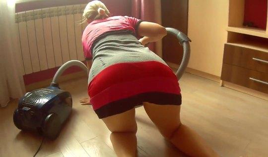 Русская телочка в позе раком не против съемки домашнего траха...