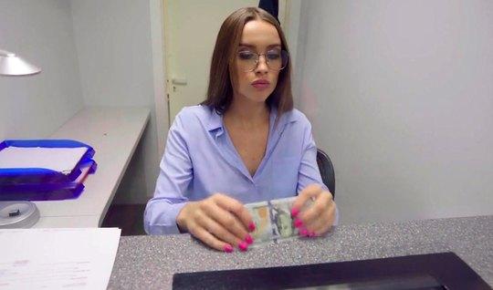 Русская девушка в очках не отказалась от порки с другом от первого лица