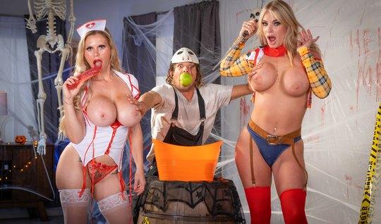 Две сексуальные мамочки в униформе предпочитают только развратную групповуху