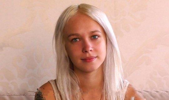 Русская блондинка пришла на кастинг Вудмана и готова трахаться в позе раком
