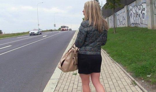 Пикап блондинки завершается страстным сексом и минетом в машине
