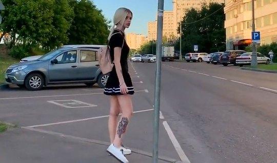 Русская блондинка согласилась на минет на любительскую камеру