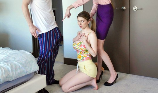Развратница Банни Колби с большими дойками трахается с мужем своей сестры